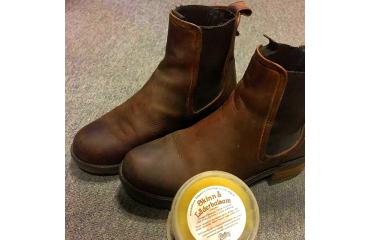 Månadens artikel, September: Behandla skor och stövlar med Källans skinn- & läderbalsam